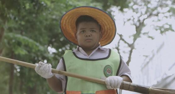 """""""ยอดมนุษย์ขยะ"""" โฆษณาเรียกน้ำตาประเดิมปี 58 จากไทยประกันชีวิต"""