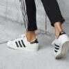 """10 รองเท้าผ้าใบขายดีที่สุด 2016 """"Adidas Superstar"""" โค่น """"Nike"""" คว้าอันดับ 1 ด้วยสไตล์เรโทร"""