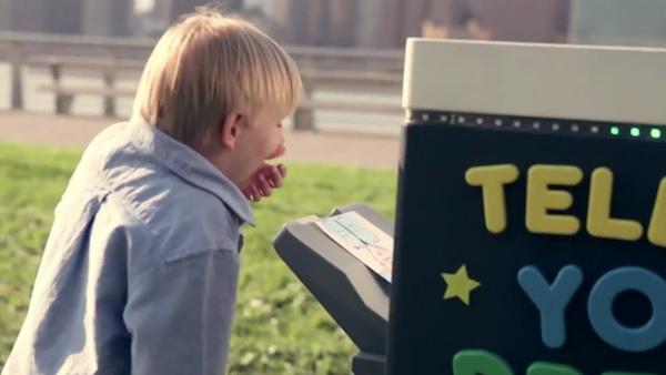 """เด็กสุดทึ่ง """"เครื่องพิมพ์"""" กลางสวนสาธารณะนิวยอรค์  สร้างฝันเด็กเป็นจริงในพริบตา"""
