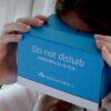 สุดกวน! KLM แจกเซ็ท VR ให้ผู้โดยสาร Low-Cost เล่นระหว่างรอขึ้นเครื่อง ทดลองสัมผัสประสบการณ์ ถ้านั่ง KLM จะเป็นยังไง