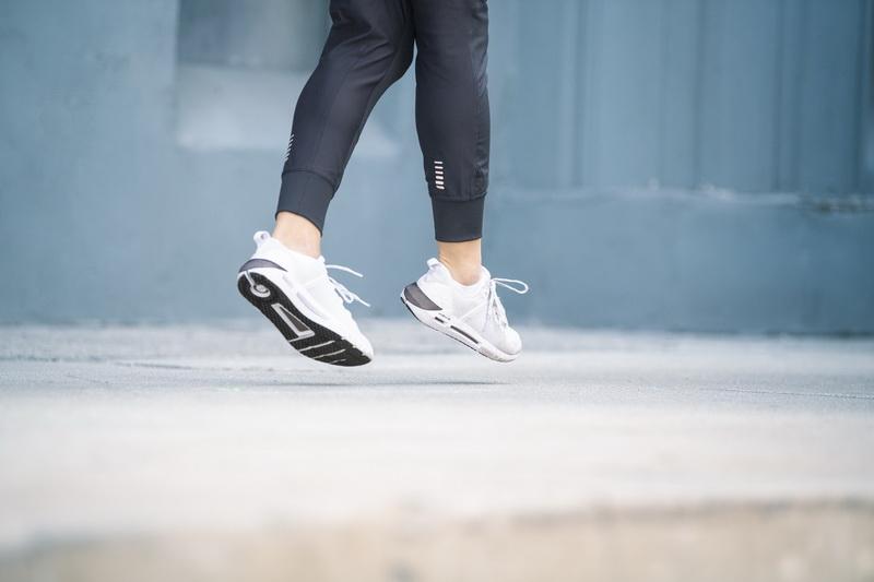 อันเดอร์ อาร์เมอร์ เปิดตัวรองเท้า HOVR SLK รองเท้าสปอร์ตสไตล์  ให้ความรู้สึกประดุจไร้แรงโน้มถ่วง [PR] | Brand Buffet