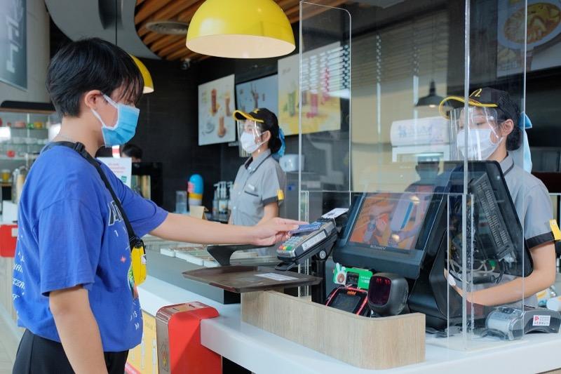 McDonalds' Covid 19 - Cashless
