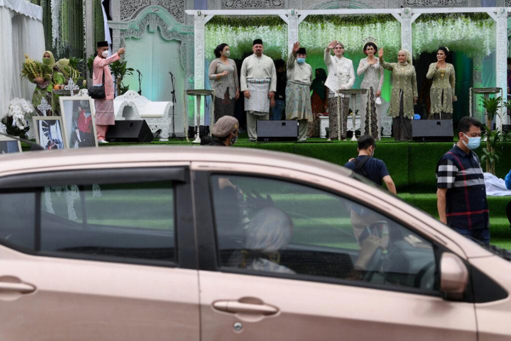 politician malaysia wedding ceremony drive thru 2