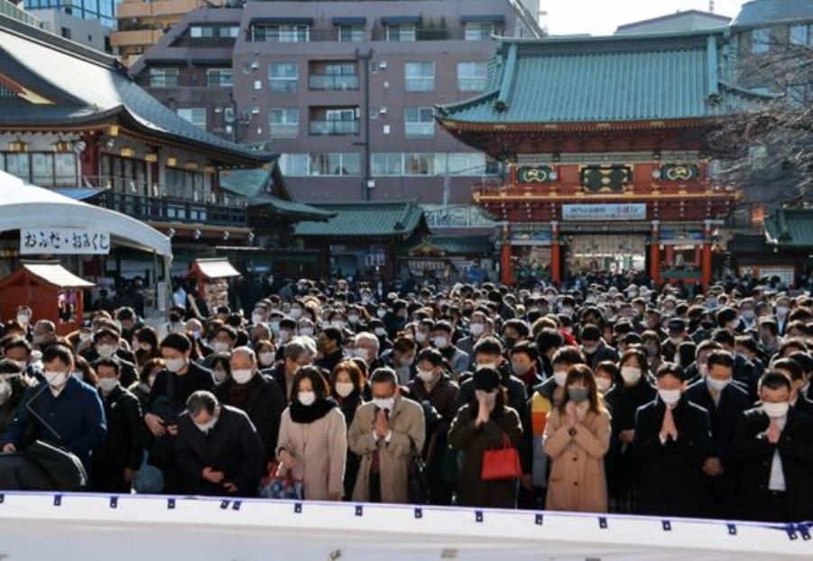 japan office worker pray new year ญี่ปุ่น ขอพร ปีใหม่