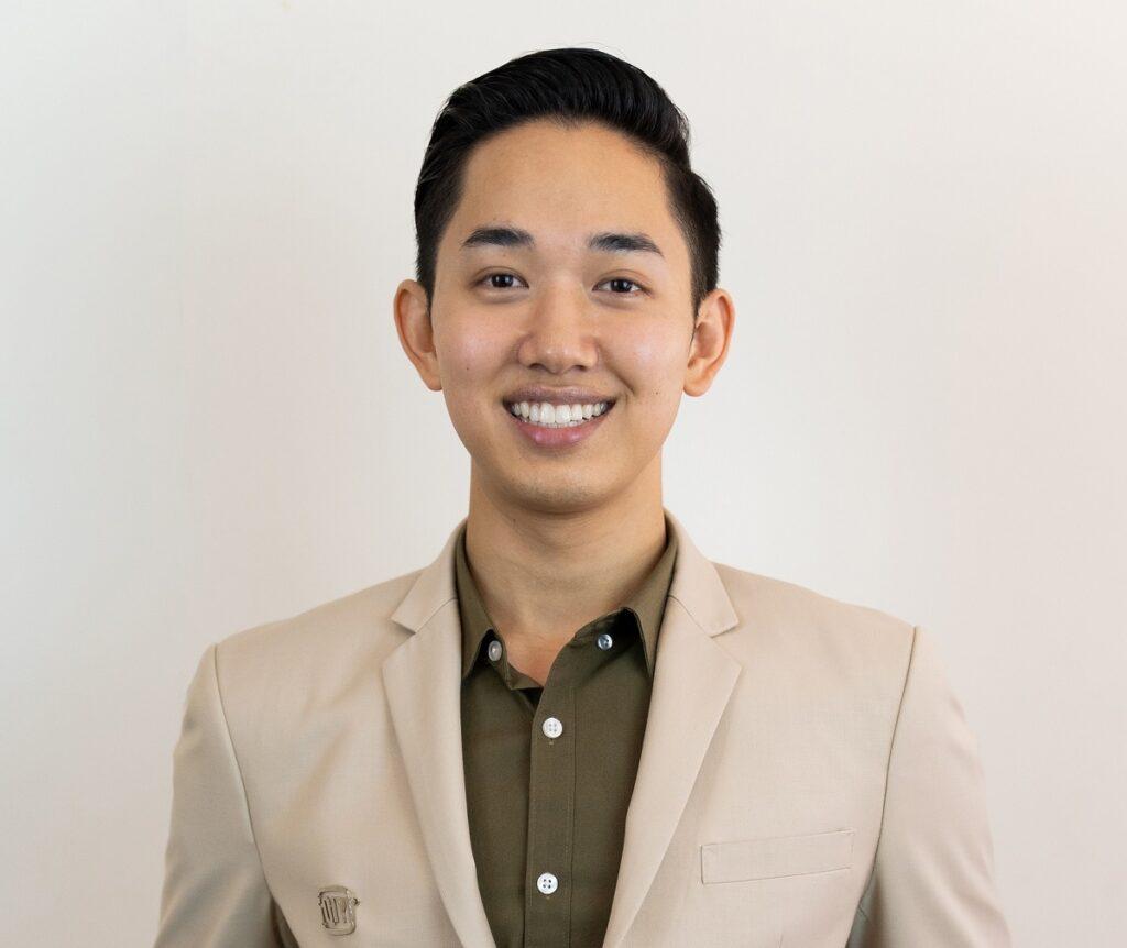นายผ่านศึก ธงรบ ผู้อำนวยการฝ่ายเนื้อหา iQIYI จากประเทศไทย (1)