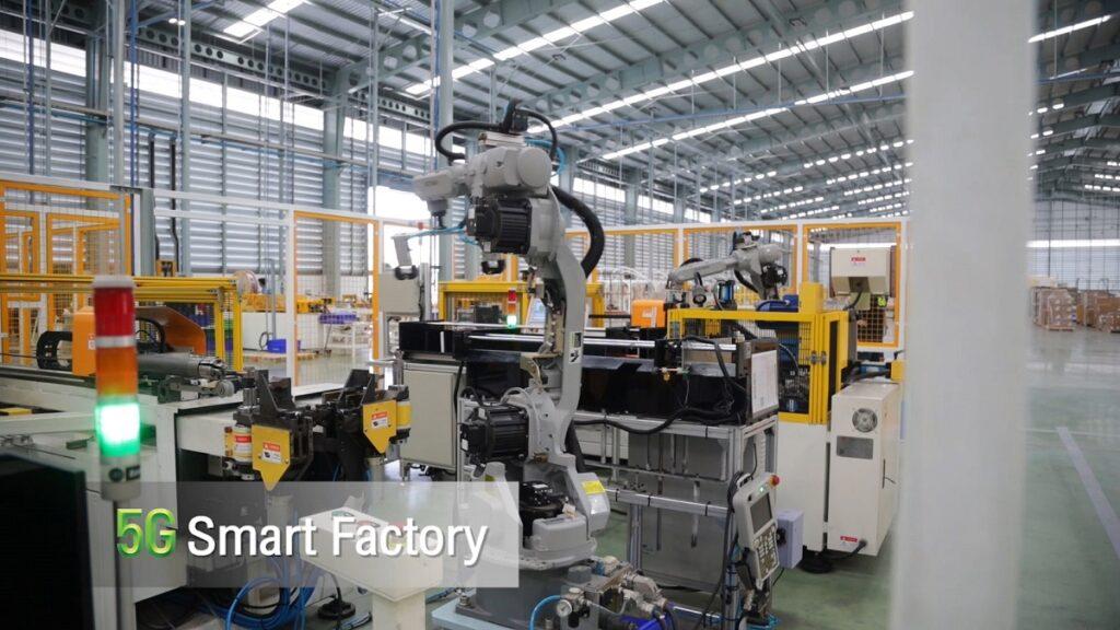 การใช้งาน 5G ควบคุม สั่งการ แขนกลหุ่นยนต์ ที่ใช้งานในส่วนสายการผลิต