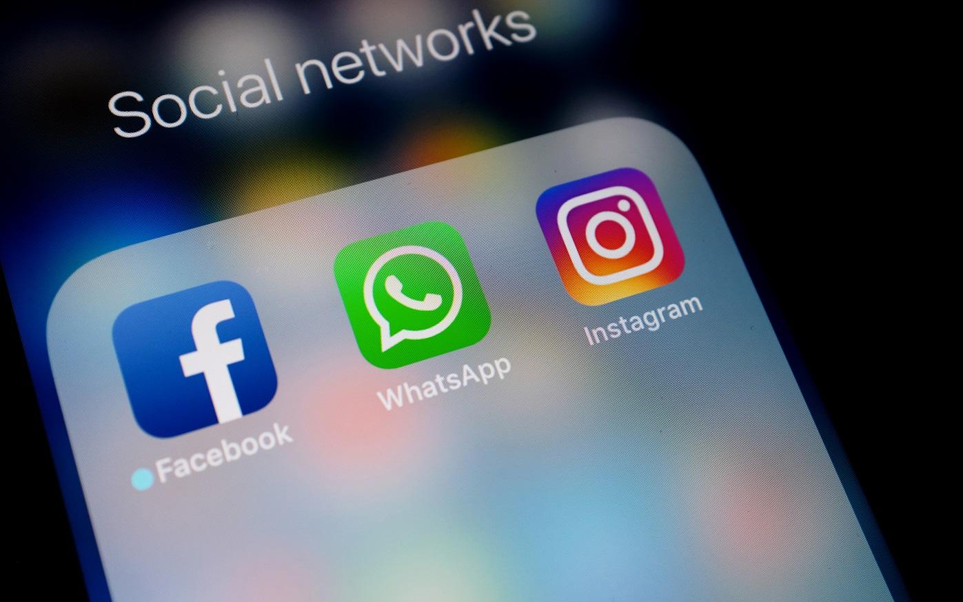 shutterstock_social network facebook